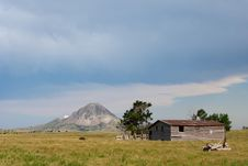Free Old Barn With Butte In Background Stock Photo - 15343480