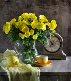 Free Still Life With Yellow Flowers Stock Images - 15344954