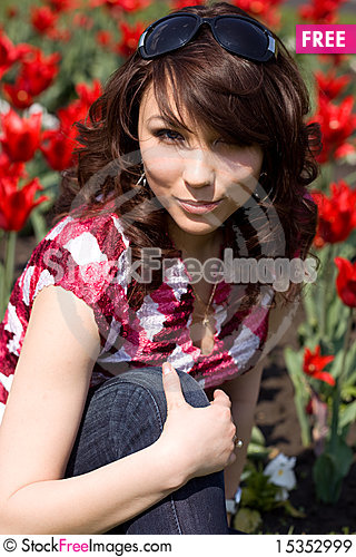 Free Tender Girl In The Garden Royalty Free Stock Images - 15352999