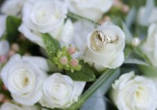 Free Bouquet And Rings Royalty Free Stock Photo - 15350705