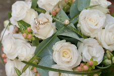 Free Bouquet And Rings Royalty Free Stock Image - 15350736