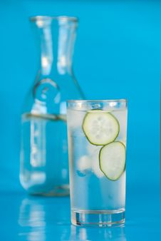 Free Cool Glass Of Ice Water With Cucumber Stock Photography - 15350942