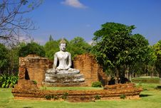 Free The Wihan Of Wat Pho Kao Ton, Sing Buri , Thailand Royalty Free Stock Photo - 15352695