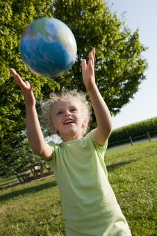 Free Little Girl Receiving The Globe Royalty Free Stock Image - 15352836