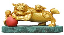 Free Golden Lion Sculpture Royalty Free Stock Photography - 15352917