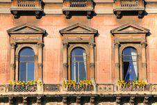 Window Pattern In Classic Building Royalty Free Stock Photos