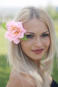 Free Pretty Blonde With Flower In Hair Royalty Free Stock Photography - 15366257