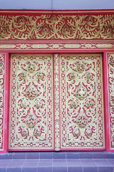 Free Thai Style Molding Art At The Door In The Temple Stock Images - 15366874
