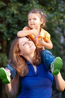 Free Little Girl On Mother S Shoulders Stock Image - 15369311
