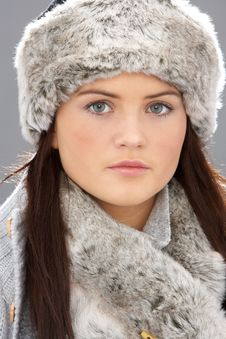 Free Young Woman Wearing Fur Hat And Wrap Royalty Free Stock Photos - 15370398