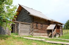 Free Traditional Russian Rural House Royalty Free Stock Photography - 15370437
