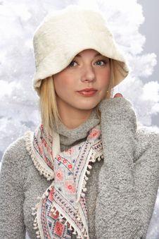 Free Teenage Girl Wearing Knitwear In Studio Royalty Free Stock Photography - 15372477
