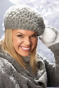 Free Fashionable Woman Wearing Knitwear In Studio Royalty Free Stock Photo - 15375765