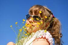 Free The Child With Wild Flowers Stock Image - 15376821