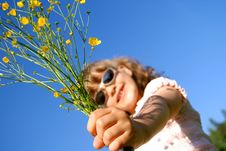 Free Hand Of The Child With Flowers Royalty Free Stock Photos - 15376828