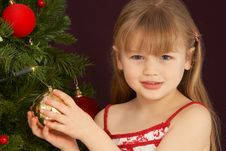 Free Young Girl Decorating Christmas Tree Royalty Free Stock Images - 15377569