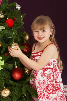 Free Young Girl Decorating Christmas Tree Royalty Free Stock Photography - 15377587