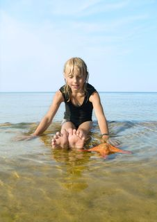 Free Swimming Girl. Royalty Free Stock Photos - 15381048