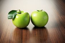 Free Two Apples Stock Photo - 15399500
