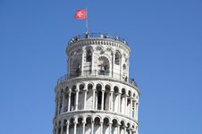 Free The Top Of Tower Of Pisa With Flag And Tourists Royalty Free Stock Photo - 1549655