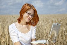 Free Businesswomen In White With Notebook At Wheat Fiel Royalty Free Stock Images - 15402359