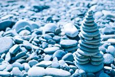 Free Blue Zen Stone Pyramid Royalty Free Stock Photography - 15402867