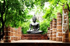 Free Buddha Statue In Ruins Stock Image - 15405231