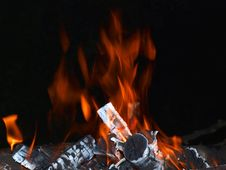 Free Camp-fire Flames In The Evening Stock Photography - 15407872