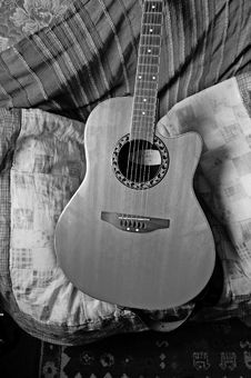 Free Guitar Study In Black And White Royalty Free Stock Image - 15414296