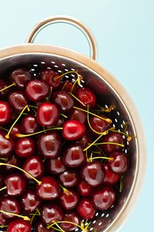 Free Cherries In A Colander Stock Photo - 15420150