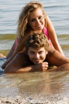 Free Beautiful Young Couple On The Seaside Stock Photography - 15421532