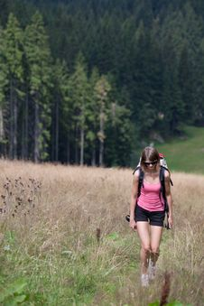 Free Young Woman Hiking Outdoors Royalty Free Stock Photography - 15422657