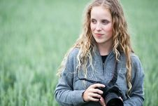 Free Young Woman With A DSLR Camera Outdoors Stock Photography - 15423132