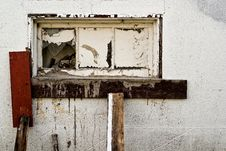Free Old Broken Window Royalty Free Stock Photo - 15423775
