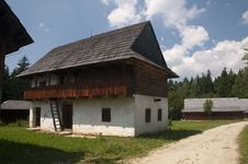 Free Traditional Wooden Houses Royalty Free Stock Images - 15423909
