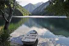 Free Spectacular Peaceful Mountainscape With Boat Stock Images - 15426524