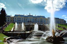 Grand Petehof S Palace With Fountains Royalty Free Stock Photography