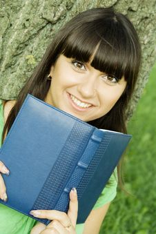 Free Female In A Park With A Notebook Stock Photography - 15431052