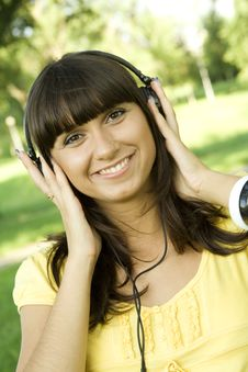 Free Young Woman Listening To Music Royalty Free Stock Photo - 15431095