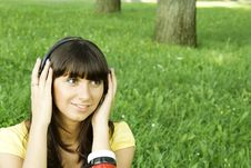 Free Young Woman Listening To Music Royalty Free Stock Photos - 15431138
