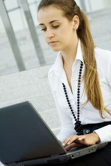 Free Business Woman With Laptop Stock Photos - 15431243