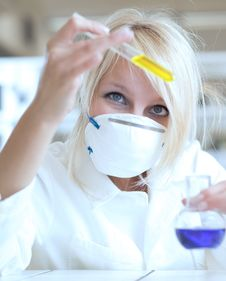 Free Female Researcher Working In A Lab Stock Photo - 15432400