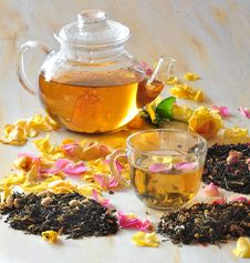 Free Tea With The Petals Of Roses Royalty Free Stock Photo - 15435545