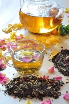 Tea With The Petals Of Roses Stock Photography