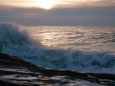 Free Aquamarine Sunrise Wave Crashes Onto Pemaquid Point Royalty Free Stock Image - 154334066