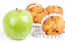 Free Green Apple And Cakes With Measureing Tape Royalty Free Stock Photos - 15442848