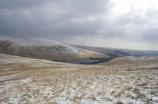 Free Pen Y Fan & Reservoir In Winter Royalty Free Stock Photography - 15447777