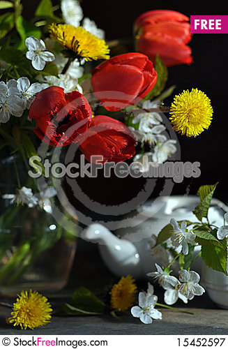 Free Still Life With Tulips And Dandelions Royalty Free Stock Photography - 15452597