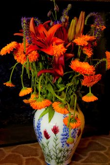 Free Brightly Colored Flowers In Vase Royalty Free Stock Photo - 15450745