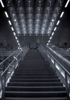Free Converging Stairs Central Station Berlin Royalty Free Stock Photos - 15451728